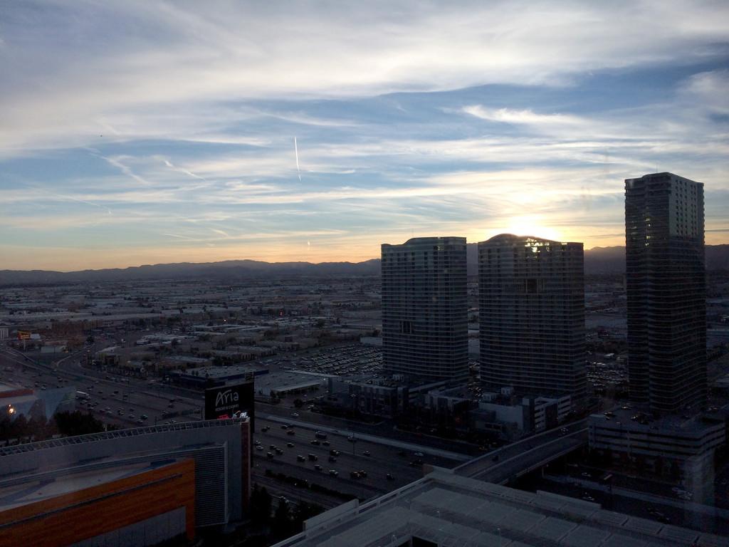 Kelly-Sunshine-Vegas-AVN-AEE-2015-(5)